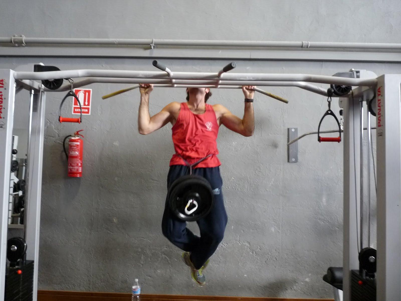 Rutina para entrenar con barra de dominadas