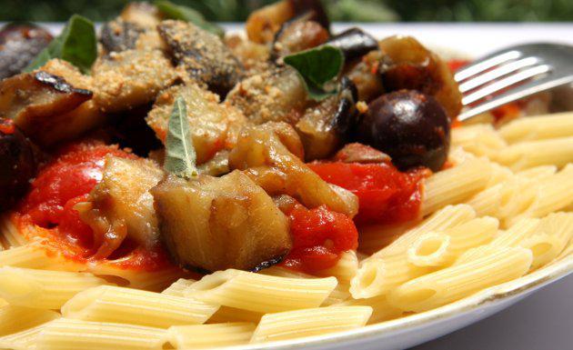 C mo preparar una pasta con berenjenas for Como cocinar la berenjena