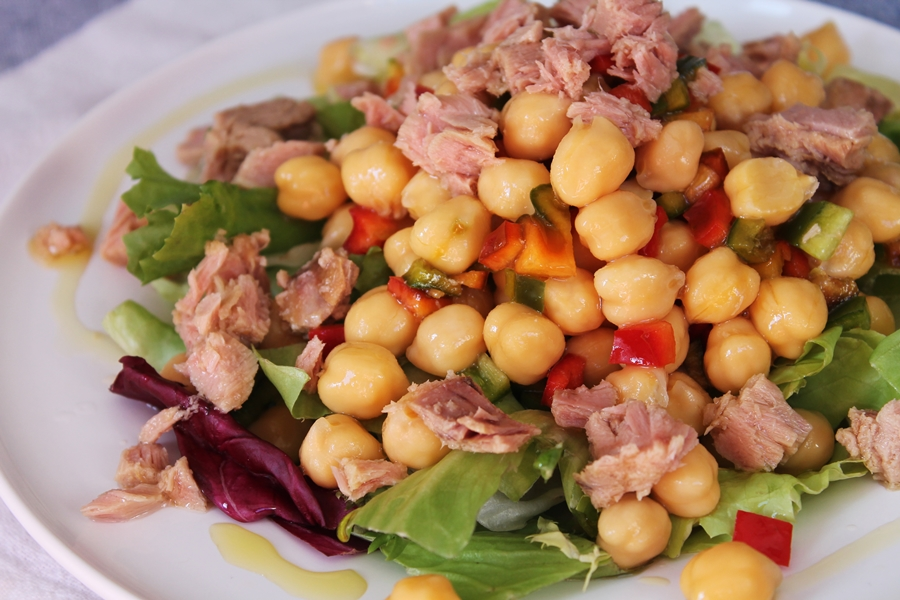 Receta de ensalada con garbanzos - Ensalada de garbanzos light ...