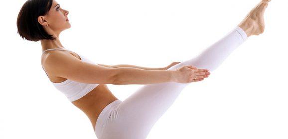 Las mejores posturas de yoga para fortalecer el abdomen que podemos hacer desde casa