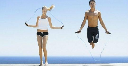 ¡Quema calorías con el salto de comba (o saltar a la soga)!