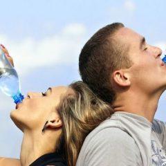Beber agua en ayunas: ¿Ayuda a perder peso?