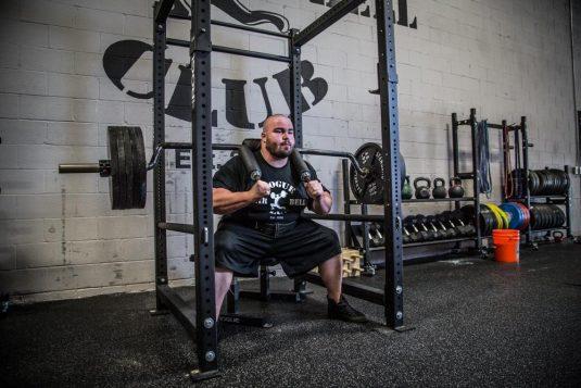 Como realizar la sentadilla de seguridad o safety barbell squat