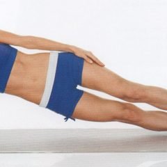 Fortalece tus oblicuos con la plancha lateral con movimiento de cadera