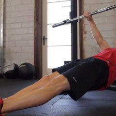 Gana fuerza y tamaño en tus dorsales con el remo invertido con peso corporal