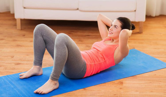 Cómo hacer abdominales en casa