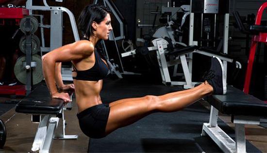 Tabla de ejercicios en gimnasio