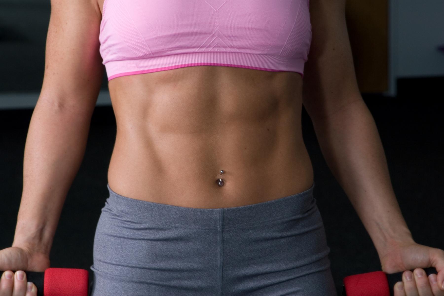 Abdominales mujeres: 4 ejercicios para hacer en casa