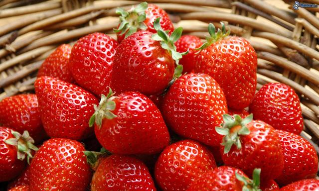 ¿Engordan las fresas?