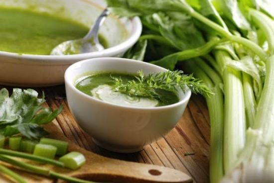 Sopa de apio, una receta para adelgazar