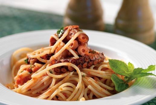 Pulpo con pasta, receta deliciosa