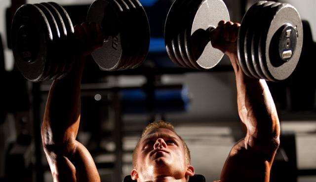 Aperturas con mancuernas para ganar músculo en el pecho