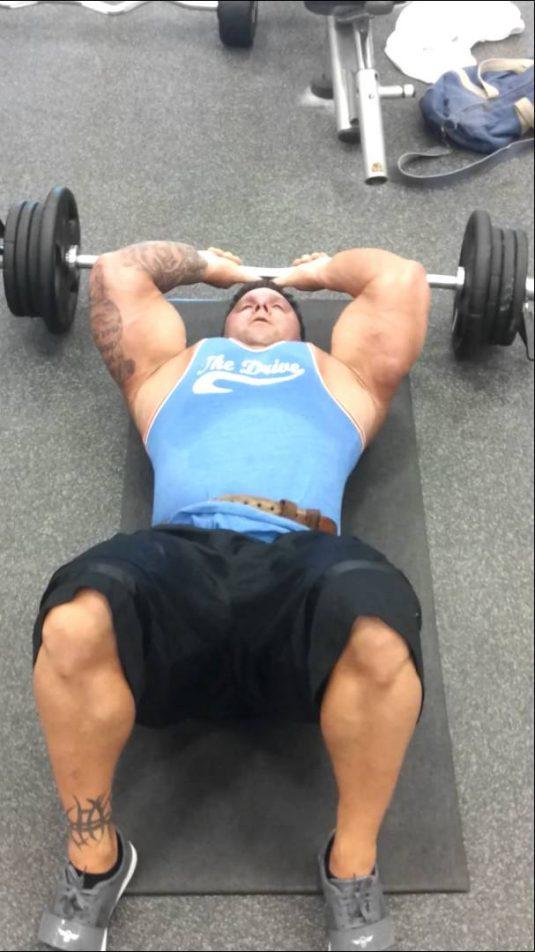 Extensiones de tríceps en el suelo