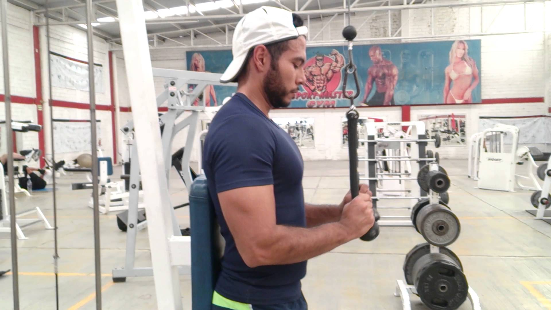 Extensiones de tríceps con cable