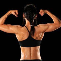 Tienes ¿Dorsales de papel? 3 Ejercicios en casa para fortalecer la espalda que cambiarán tu forma de entrenar