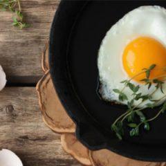 Clara de huevo o huevos enteros