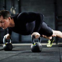4 ejercicios de Plancha con peso