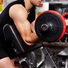 ¿Cómo hacer Curl de bíceps predicador con agarre inverso?