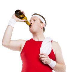 ¿Cómo reacciona el cuerpo al beber alcohol después de entrenar?