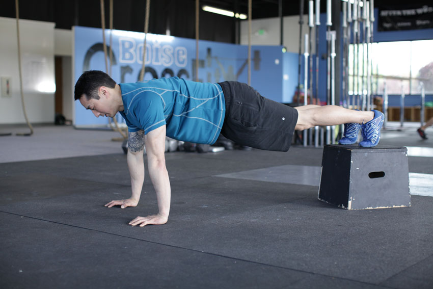 Flexión de brazos en declinación